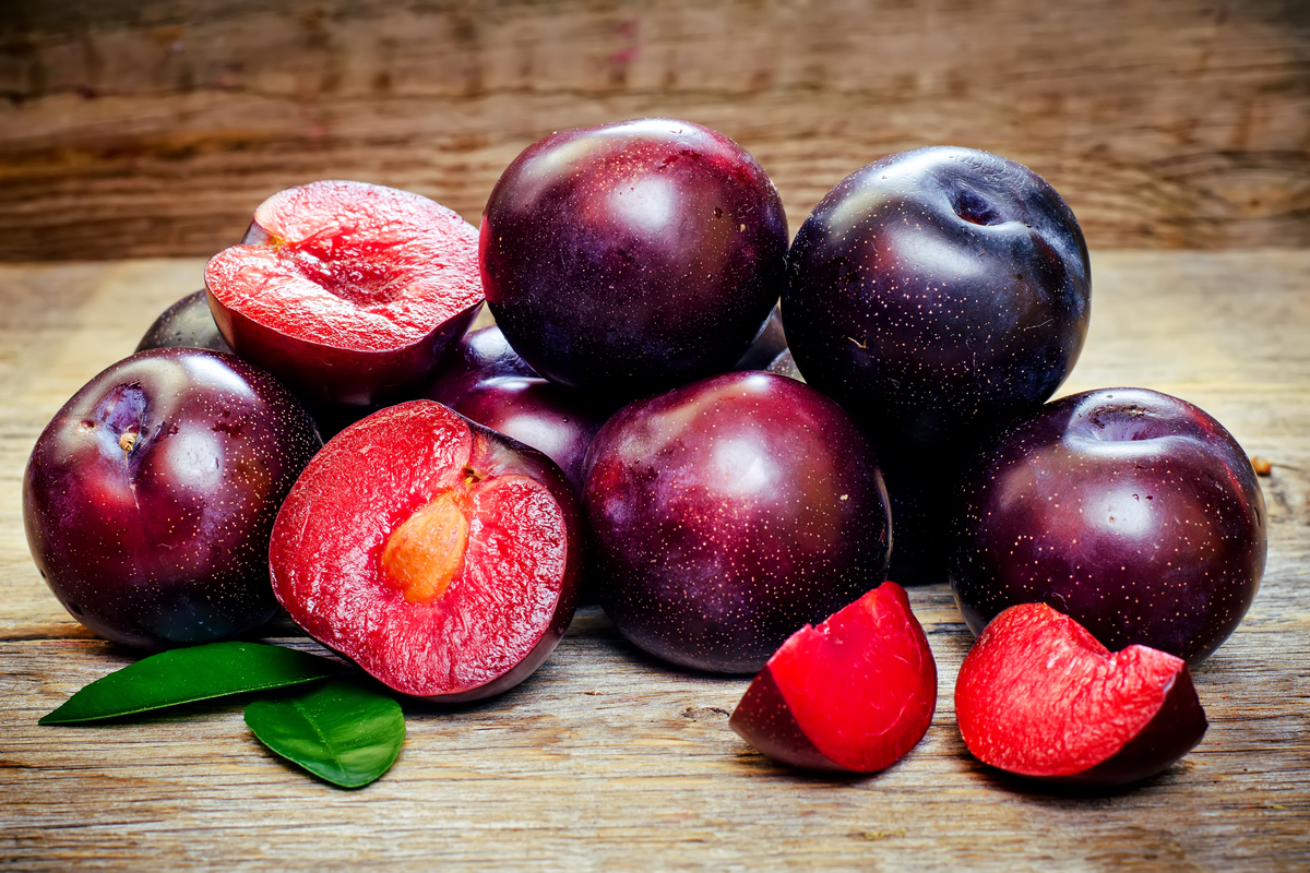 Plum - The 5 Best Rainy Season Fruits to Control Your Blood Glucose Levels